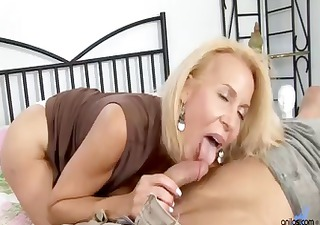 mature cougar receives fucked