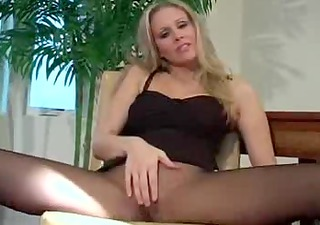 MILF provoking you to blast your cum by pantyhose